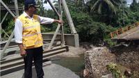 Kementerian PUPR membangun jembatan sementara untuk memulihkan lalu lintas Padang-Bukittinggi. (Liputan6.com/Kementerian PUPR)