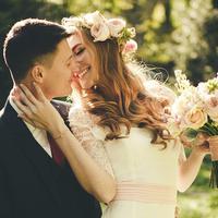 Kalau kamu bagaimana, harus foto prewedding dulu atau nggak? Ikuti polling Bintang.com ini yuk… (Ilustrasi: Wedding Forward)