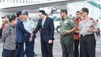 Rombongan Jokowi tiba di Bandara Internasional Halim Perdanakusuma, Jakarta pada pukul 16.45 WIB setelah menjalani penerbangan 17 Jam.