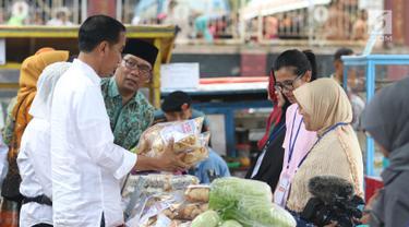 Jokowi Temui Ibu-Ibu Penerima Program Mekaar di Garut