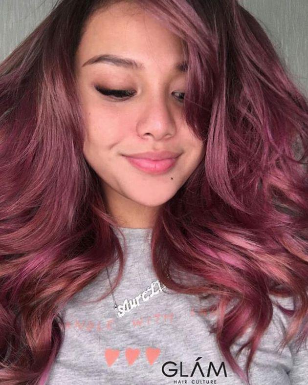 Pada akun Instagram pribadi miliknya, Aurel sendiri memang sempat mengunggah foto dirinya dengan warna rambut barunya. Nampaknya, dara manis yang satu ini begitu puas dengan hasil akhirnya./copyright instagram.com/aurelie.hermansyah