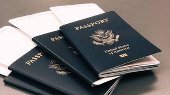 ilustrasi paspor. (dok. unsplash/Novi Thedora)