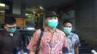 Pengacara Hanif Alatas, Muhammad Kamil mendatangi Polda Metro Jaya, Selasa (1/12/2020). Menantu Pemimpin FPI Rizieq Shihab itu berhalangan hadir memenuhi panggilan penyidik terkait dugaan pelanggaran protokol kesehatan Covid-19. (Liputan6.com/M Radityo Priyasmoro)