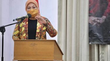 Menaker Ida saat membuka Munas VII Federasi Serikat Pekerja Bangunan dan Pekerjaan Umum Serikat Pekerja Seluruh Indonesia (FSP BPU-SPSI) di Jakarta, Kamis (8/4/2021).