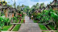 Penglipuran adalah desa yang sangat bersih, indah dan masih terjaga kehidupan tradisionalnya.