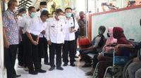 Menko PMK Muhadjir Effendy saat mengunjungi Rumah Sakit Umum Daerah (RSUD) Brebes Jawa Tengah, Rabu (30/9/2020). (Dokumentasi Kemenko PMK)