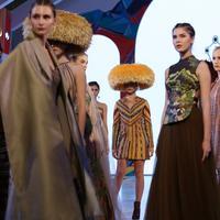 The Yine Girl, koleksi Hian Tjen yang terinspirasi dari perjalanan sang desainer ke Peru.