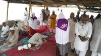 Jemaah yang tiba di atas Jabal Nur langsung melakukan salat, baik sunah maupun wajib. (Liputan6.com/ Muhammad Ali)