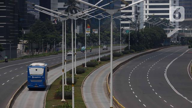 049753500 1586510138 20200410 Hari Pertama PSBB  Jalan di Jakarta Lengang 4