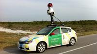 Ternyata ada banyak penampakan foto memalukan yang tertangkap kamera Google Street View.