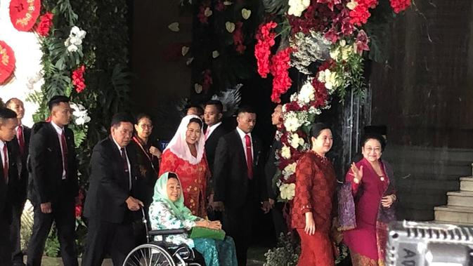 Presiden ke-5 RI Megawati Soekarnoputri dan mantan ibu negara Sinta Nuriyah Wahid menghadiri sidang tahunan MPR 2019. 9delvira Hutabarat)