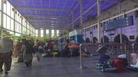 Penumpang memadati Stasiun Senen, Jakarta. (Dok Merdeka.com)