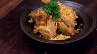 Ayam goreng Padang bisa menjadi alternatif lauk pendamping sahur dan berbuka yang mudah disiapkan. (dok. Masak.tv/Dinny Mutiah)