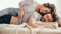 Ilustrasi hubungan seks - foreplay - pasangan bahagia (iStockphoto)