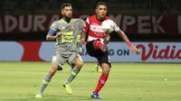 Aksi striker Madura United, Beto Goncalves, dalam laga melawan Borneo FC di Stadion Gelora Madura, Pamekasan, Selasa (28/5/2019). (Bola.com/Aditya Wany)
