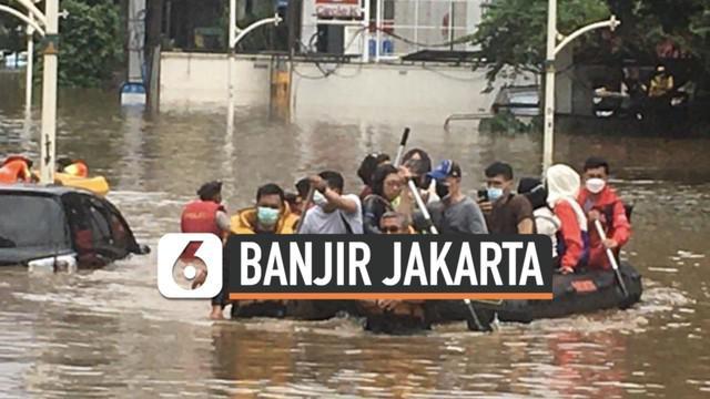 Kawasan elit Kemang Jakarta Selatan tak terhindar dari terjangan banjir. Sabut (20/2) siang sejumlah warga korban banjir mulai dievakuasi dengan perahu karet.