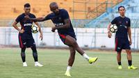 Striker Madura United, Greg Nwokolo. (Bola.com/Aditya Wany)