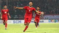 Rafli Mursalim saat merayakan gol Timnas Indonesia U-19 ke gawang Singapura pada matchday kedua penyisihan Grup A Piala AFF U-19 di Stadion Gelora Delta, Sidoarjo, Selasa (3/7/2018). (Bola.com/Aditya Wany)