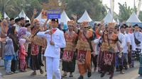 Pawai Sarungan Nusantara di Tangerang.