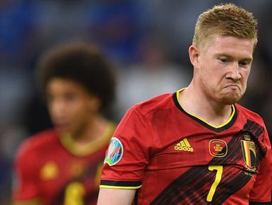 Kevin De Bruyne merupakan gelandang andalan Belgia yang kali ini tak masuk dalam daftar skuat Roberto Martinez untuk mengarungi laga kualifikasi Piala Dunia 2022 zona Eropa. Hal tersebut tak lepas dari cedera engkel yang ia derita pada awal Agustus lalu. (Foto: AFP/Pool/Andreas Gebert)