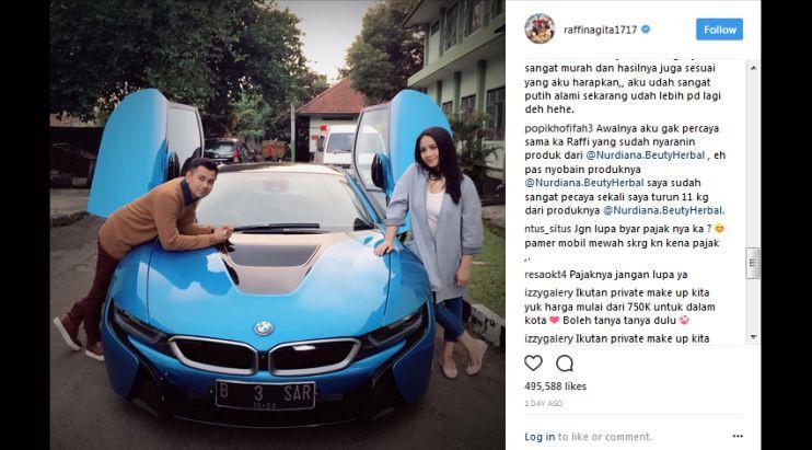 Raffi Ahmad dan Nagita Slavina berpose dengan BMW i8. (Instagram/ raffinagita1717)