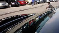 Terkendalanya pasokan mobil baru di pasar pascabencana gempa dan tsunami Jepang beberapa waktu lalu, berdampak pada peningkatan permintaan terhadap mobil bekas. (Antara).