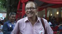 Roy marten pastikan akan menggunakan hak pilihnya pada pilpres 9 juli mendatang tanpa ragu aktor senior ini menjatuhkan pilihan pada pasangan nomor urut 2 Jokowi-JK.