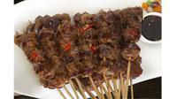 Idul Adha sebentar lagi, nggak perlu bingung mau masak apa, cek resep dan cara membuat menu sate kambing di sini!