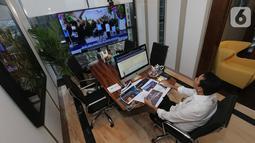Anggota DPR Komisi XI Bidang Keuangan & Perbankan Kamrussamad dalam Rapat Dengar Pendapat (RDP) ruang kerjanya di Jakarta, Senin (6/4/2020). RDP yang diikuti Menteri Keuangan Sri Mulyani, Gubernur BI, Ketua OJK dan Ketua LPS membahas perkembangan kondisi perekonomian. (Liputan6.com/HO/Bon)