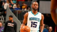 Kemba Walker berperan penting membantu Charlotte Hornets membekuk Miami Heat, Kamis (29/12/2016) waktu setempat. (Bola.com/Twitter/Hornets)
