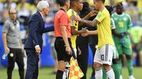 James Rodriguez cedera dalam laga melawan Senegal. (AP/Martin Meissner)