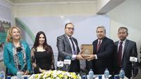 Duta Besar Indonesia untuk Mesir, Helmy Fauzi meraih penghargaan pendidikan dan kebudayaan oleh Akademi Mesir-Arab Amerika (Egypt-Arab American Academy/EAAA) di Kairo, (30/7/2018) malam waktu setempat. (KBRI Kairo)