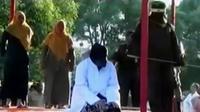 Pelaku mesum dan pelaku judi togel di Bireuen, Aceh dihukum cambuk hingga seorang balita tewas tercebur ke dalam saluran air di Kota Binjai.