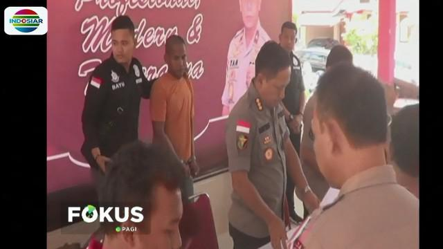 Abdul ditangkap polisi beserta barang bukti berupa sebuah linggis, seutas tali, baju korban, sebatang besi, dan martil yang digunakan untuk mengahabisi nyawa korban.