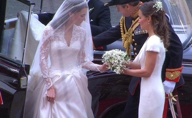Gaun pengantin Kate Middleton/copyright AP Photo/APTN