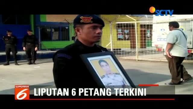 Usai acara penyambutan, jenazah Bripka Mahrum Frenje bersama keluarga yang menjemput langsung menuju Pelabuhan Navigasi Tenau, Kupang.