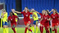 Pemain Kanada mengalahkan Swedia melalui adu penalti pada final sepak bola putri Olimpiade Tokyo 2020, di Yokohama, Jumat (6/8/2021). (AP Photo/Fernando Vergara)