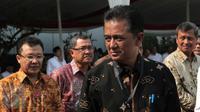 Mantan Komisioner KPK, Chandra M Hamzah  menghadiri upacara peringatan Hari Listrik Nasional ke-70 di Gedung PLN Pusat Jakarta, Selasa (27/10) (Liputan6.com/Angga Yuniar)