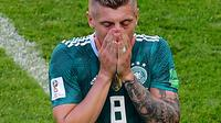 Gelandang timnas Jerman, Toni Kroos bereaksi pada pertandingan Grup F melawan Korea Selatan di Kazan Arena, Rusia, Rabu (27/6). Langkah Jerman terhenti di Piala Dunia 2018 setelah kalah dari Korsel. (Luis Acosta / AFP)