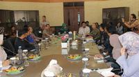 Bupati Bogor Ade Yasin bertemu dengah sejumlah aktivis milenial di Kabupaten Bogor (Istimewa)