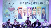 Menpora, Imam Nahrawi (kiri) berbincang dengan Kapolri, Jenderal Tito Karnavian saat diskusi persiapan pelaksanaan Asian Games 2018 di Jakarta, Rabu (2/5). Diskusi membahas kemajuan kesiapan sarana maupun infrastruktur. (Liputan6.com/Helmi Fithriansyah)
