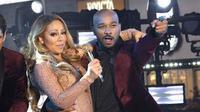 Mariah Carey dan penari latarnya (Sacramento Bee)