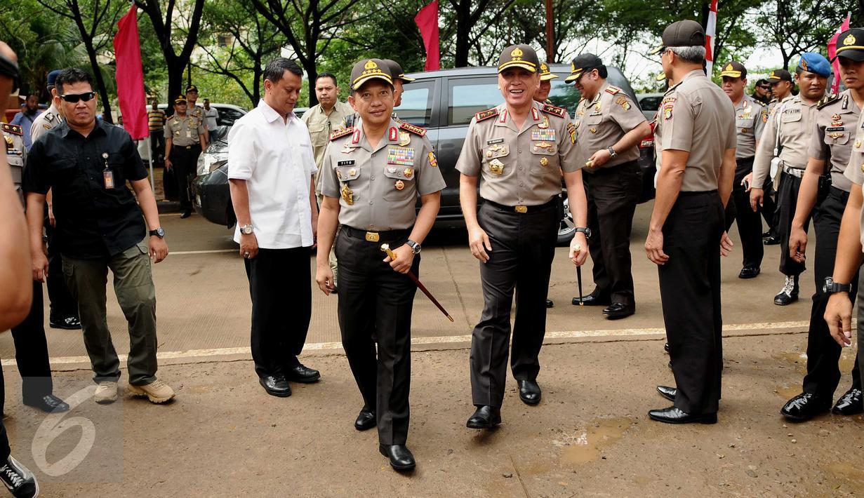 Kapolri Jenderal Tito Karnavian menghadiri peringatan Hari Kesatuan Gerak Bhayangkari ke 64 di Rusun Marunda, Jakarta, Kamis (29/9). Acara itu diisi dengan bakti sosial, seperti perpanjangan SIM, e-KTP dan akta kelahiran. (Liputan6.com/Gempur M Surya)