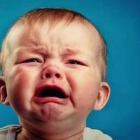Kalau bayi Momy menangis jangan langsung panik dan marah-marah ya, karena ternyata menangis juga memberikan manfaat untuk para bayi lho. (Foto: media.licdn.com)