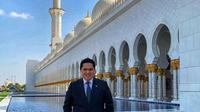 Erick Thohir saat mengunjungi Sheikh Zayed Grand Mosque Center, Abu Dhabi. (Screenshot Instagram @erickthohir/https://www.instagram.com/p/B4hZaU_HMJo/Putu Elmira)