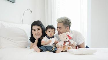Jarang Tersorot, Ini 6 Potret Keluarga Kecil Arie Dwi Andhika dan Ardina Rasti