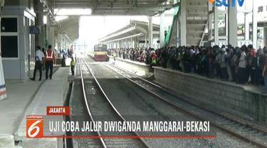 Uji coba jalur dwiganda, kereta Commuter Line dari arah Manggarai ke Bekasi mengalami keterlambatan.