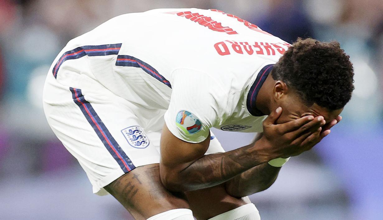 Marcus Rashford - Kegagalan penyerang Manchester United ini dalam mengeksekusi penalti di laga final Euro 2020 melawan Italia merupakan salah satu penyebab Timnas Inggris gagal menjadi juara Eropa untuk pertama kalinya. (Foto:AP/Carl Recine,Pool)
