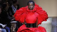 Fashion show Alexander McQueen (FRANCOIS GUILLOT / AFP)