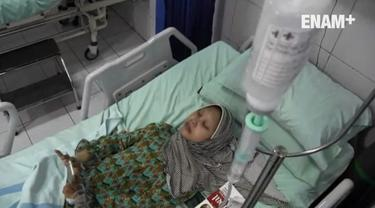 Sulami, wanita yang dijuluki manusia kayu karena tidak bisa menggerakkan sebagian badannya kini dirawat di RSUD Moewardi. Di rumah sakit tersebut ternyata ada seorang wanita yang kondisinya mirip dengan Sulami